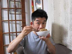 納豆を食べる旦那くん