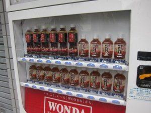 ラーメン二郎のお店の前には烏龍茶だらけの自販機があるってよ