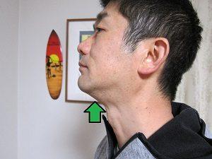耳周りから首筋まで小顔マッサージ