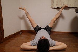 足パカは90度、足を開きます