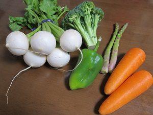 温野菜にしたのはカブ、ブロッコリー、パブリカ、アスパラ、ニンジン