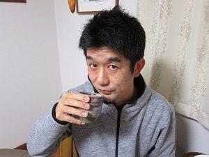 緑茶を飲む旦那くん