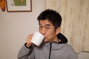 生姜紅茶を飲む旦那くん