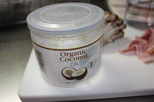 ココナッツオイルはケトン体を作り出す効果アリ