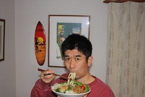 納豆うどん食べてます。