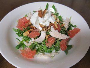 ブロッコリースプラウトのサラダ。ドレッシングは水切りヨーグルトで
