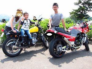 家族3人でツーリングに行ったときの写真