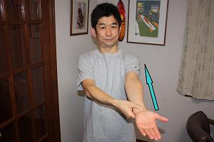 二の腕のリンパマッサージ