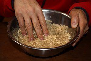 玄米は水に浸したら半日くらいで取り換えよう