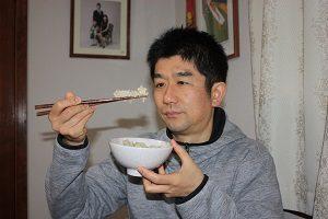 発芽玄米を食べる旦那くん