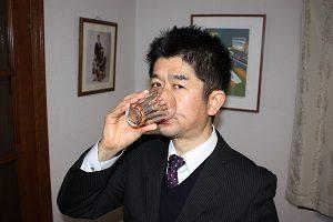 黒酢を会社に行く前に飲んでもらってます。