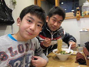 最近、旦那くんと息子くんは二人でラーメンを食べに行く。