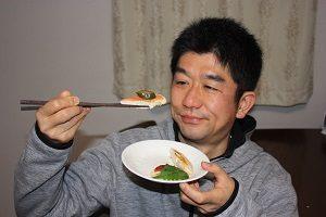 Amiが作ったささみのお料理をオイシイと言って食べてくれる