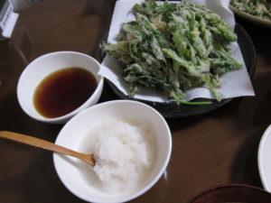 天ぷらには天つゆ。天つゆには大根おろしだ。