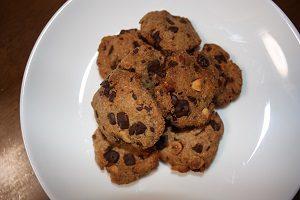 おからで作ったクッキー。チョコとアーモンドが香ばしい