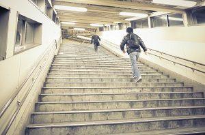 階段見つけたらコツコツ登ろう!