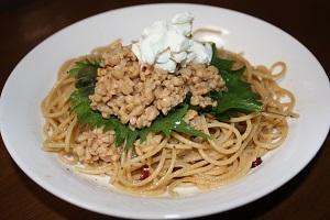 Amiお得意のダイエット飯。全粒粉パスタに納豆ヨーグルト。ヨーグルトは水切りにするの。そしたらチーズみたいな味になるよ