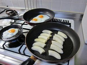 ホットバナナ、フライパンで焼くとくっつきやすいから気をつけてね