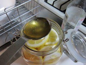 レモン酢にはハチミツをいれるのがおすすめ
