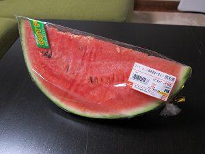 スーパーで買ってきたスイカ