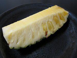 パイナップル1/4はチト食べ過ぎだ。
