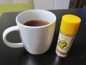 生姜はちみつを紅茶に入れて飲んでみる。これ、結構オイシイよん。