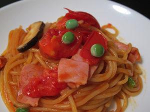 トマト多め、ケチャップ少しで作ったナポリタン。