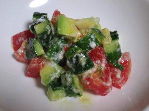きゅうり、トマト、アボカドのヨーグルトサラダ