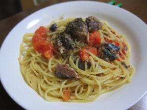 トマトとサバ缶のペペロンチーニ
