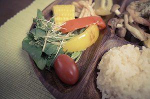 野菜はベビーリーフにブロッコリースプラウト。焼いたパブリカなんかも添えて